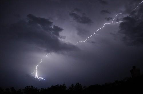¡Con el verano vienen las tormentas y relampagos diariamente!